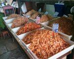 Different prawns/shrimps for sale in Manaus market